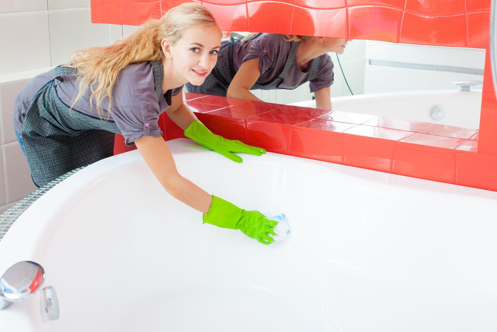 Clean the bathtub