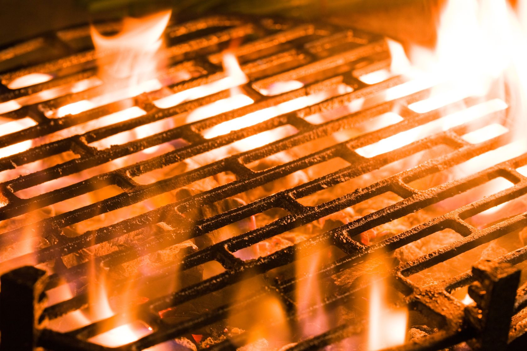 How To Clean A BBQ Grill In 10 Easy Steps