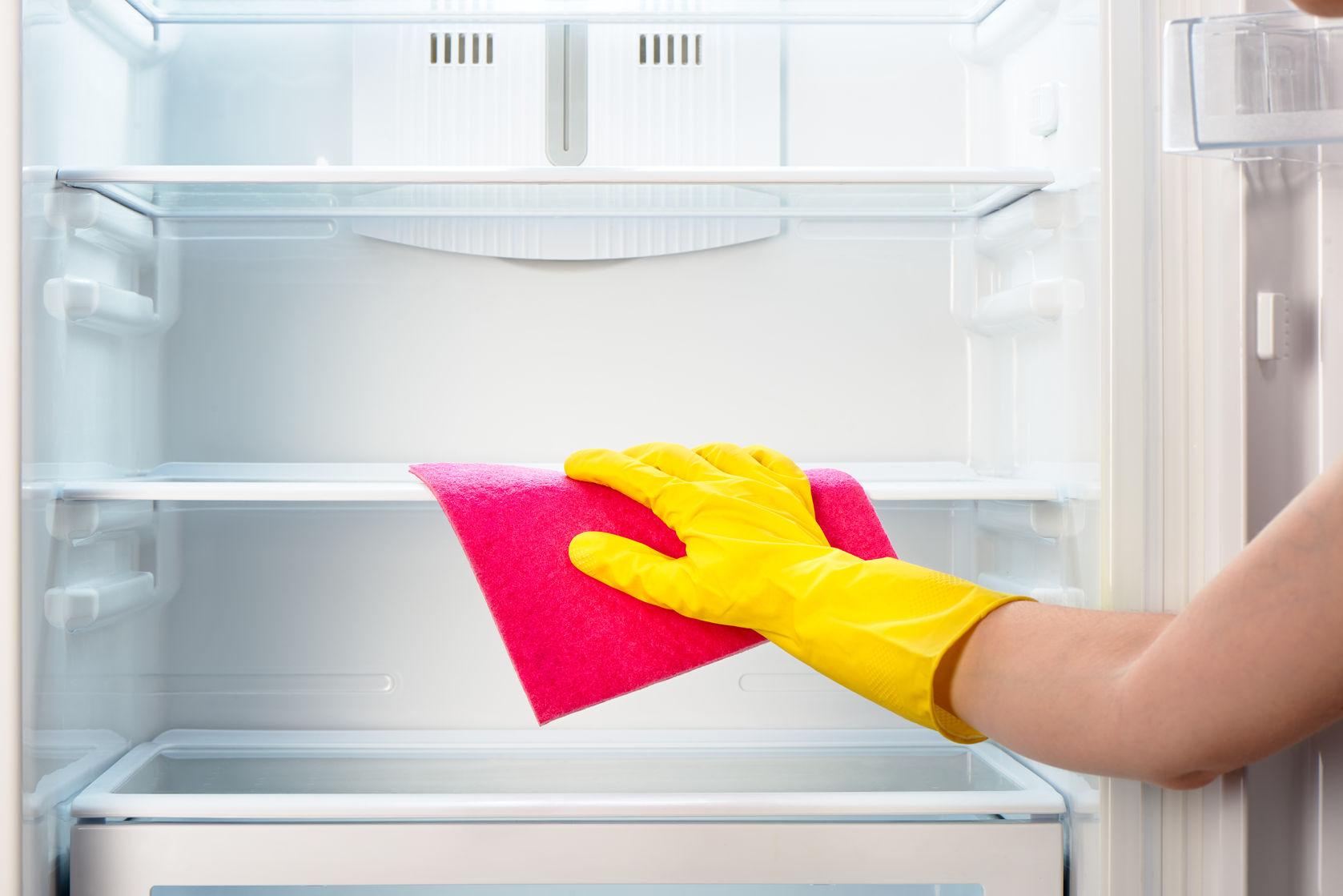 wipe down refrigerator