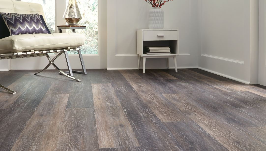 Best ways to clean vinyl floors king of maids blog for Pvc hardwood flooring