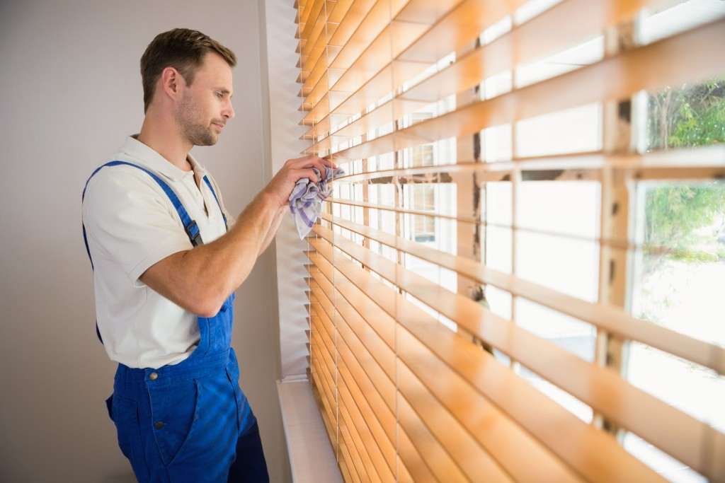 window blinds cleaning wooden